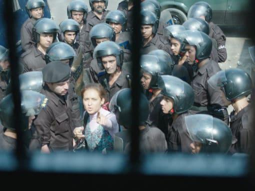 «Clash», huis clos oppressant pour révolution agonisante